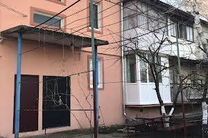 смт. Іванівка, Центральна