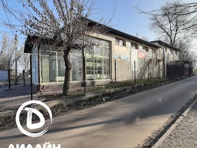 Першотравнева вул., 2а