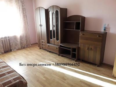 Пчілки Олени вул., 2Б