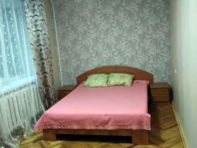 Виборзька вул., 32