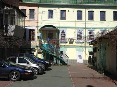Сєрова вул., 8