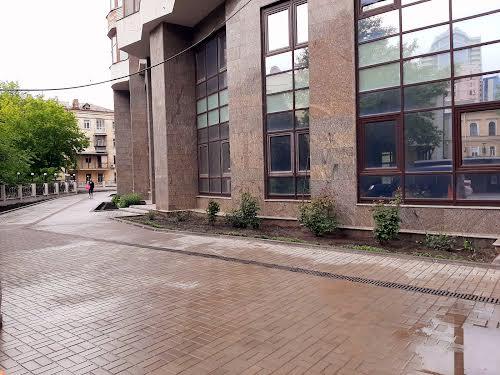 Хмельницького Богдана вул., 58а