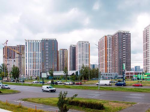 Дніпровська наб., 18